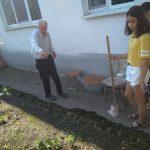 Диана и Татьяна у получателя соц услуг Дедова Т.П. (Средний)