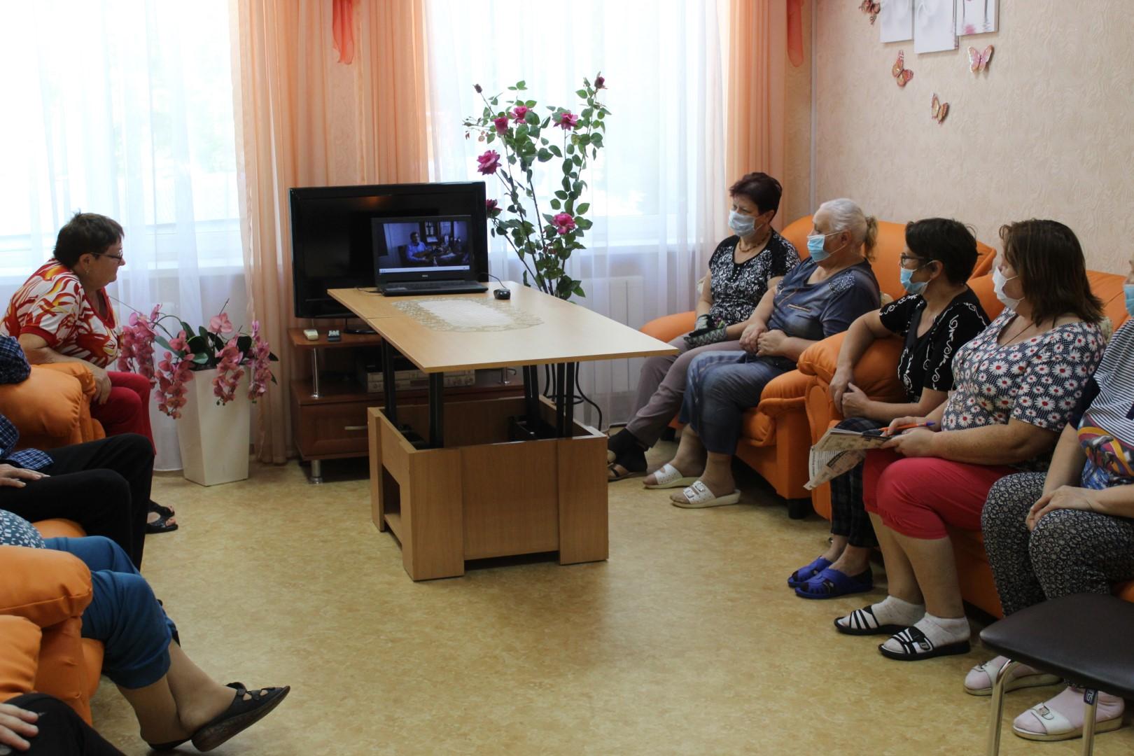 Волонтер Рыбалко С.Н. проводит онлайн-экскурсию (Большой)